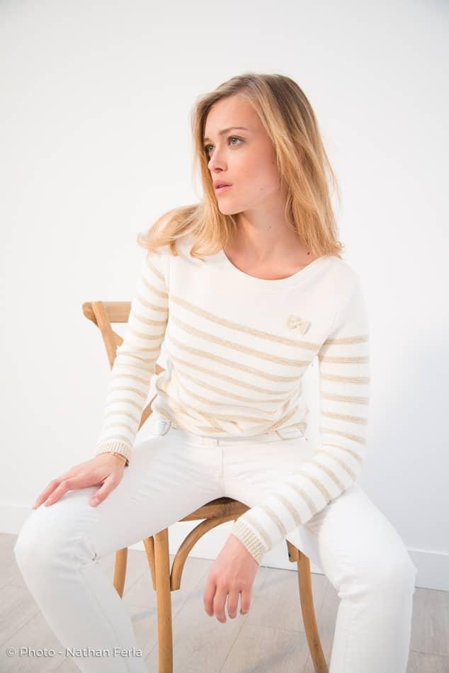 photo mode pantalon blanc pull marine blanc doré